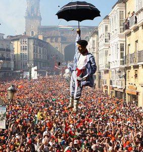 Fiestas de la Virgen Blanca, bajada del Celedón