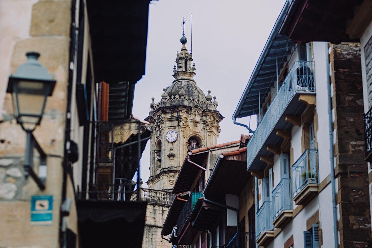 Iglesia de Nuestra Señora de la Asunción y el Manzano. Hondarribia