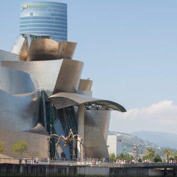Bilbao País Vasco Euskadi 18-08-2013 Regata de traineras junto al Museo Guggenheim Bilbao. Turismo © FOTÓGRAFO: MITXI