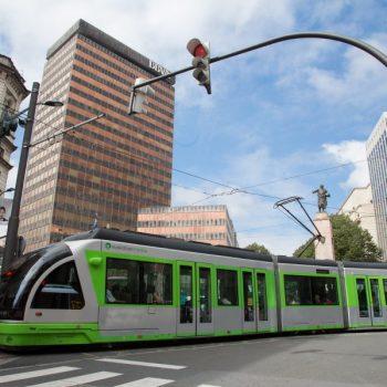 Bilbao País Vasco Euskadi 13-09-2013 El tranvía en la plaza de España © FOTOGRAFO: MITXI