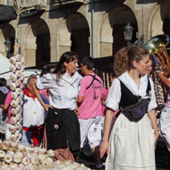 Día Del Blusa Y La Neska Turismo En Euskadi País Vasco